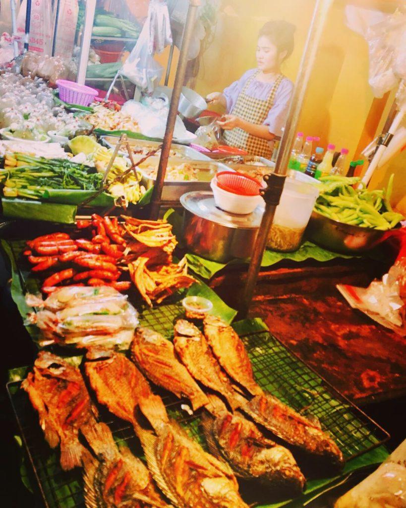 海外での食事の悩みを解決するヒント3つ